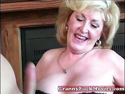 Blond granny Play Foc