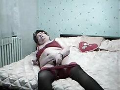 British granny masturbates to orgasm
