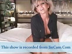 Chelsea~s first webcam with Mature\\s ass plugged & jiggly br