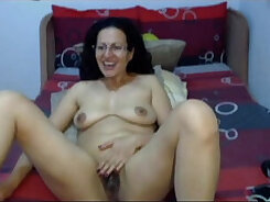 Arab milf showing us her pussy on cam
